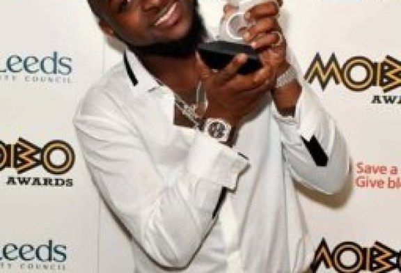Buhari congratulates Wizkid, Davido on awards